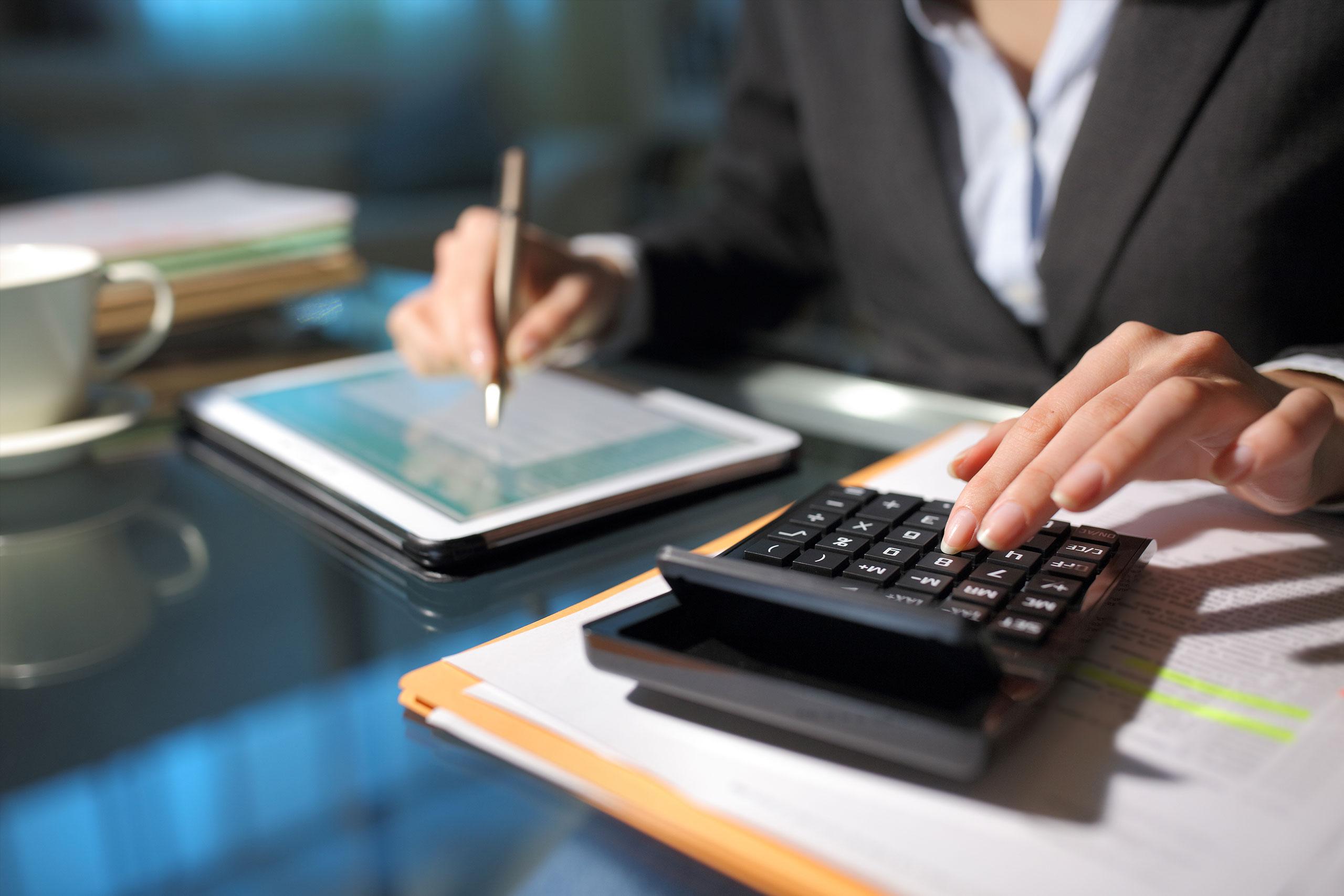 Frau Rechnungsstellung Autobooking